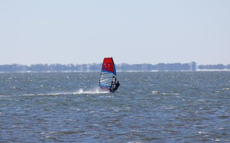 I got to try some new race type gear.  Wow I felt like a Low Flying Jet.  this a 7.1 in 25 knots.  It could take 30 knots easy.  then I jumped off right onto a 4.8 freestyle sail. no problem. very amazing! and fun!