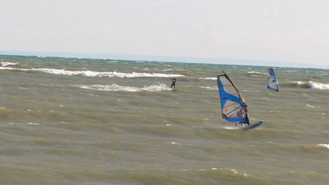 Windsurfer vs Kiter drag race.